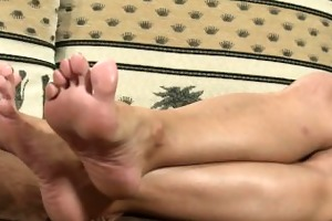 chechfeet hot d like to fuck feet worship.