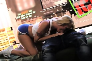 d like to fuck engulfing off guy in food truck