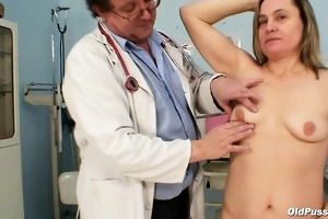 aged jaroslava gyno speculum fur pie checkup at