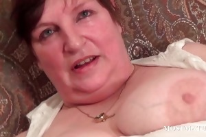 chesty older satisfies cunt with sex toy