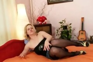 big boobs dilettante d like to fuck plays with