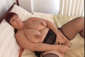 nice-looking breasty d like to fuck in nylons