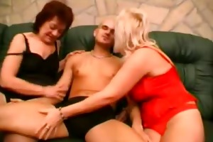 grannies share engulfing a knob