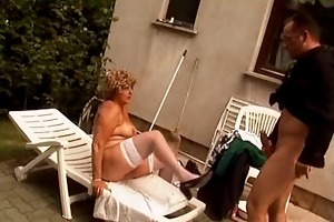 outdoor mommy receives fuck