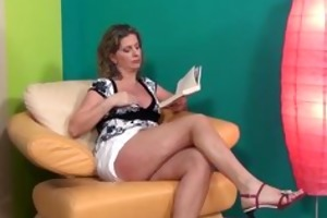 hot older lady in high heels can part5