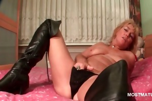 aged golden-haired tramp rubs her juicy pussy in