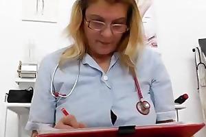blond mellow nurse using the medical-instrument