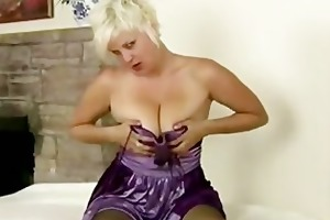 d like to fuck kelly plays with her nylon