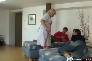 males screw cleaning granny