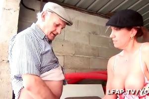 aged francaise se demonter le cul dans un bang