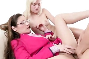 mother i samantha ryan and her cutie toy chloe