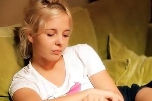 18yo virginal teenie rubbing slit