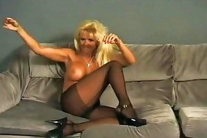 smoking mother i shows off her body