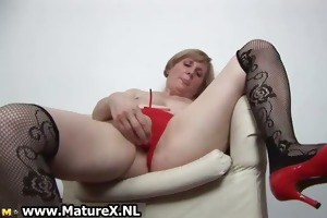 lascivious mature woman is satisfying part1