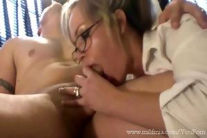 bad secretary, bad!