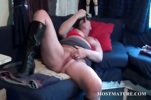 excited bbw aged bitch masturbating wet crack in