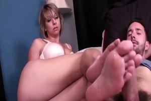 mama gives most good footjob