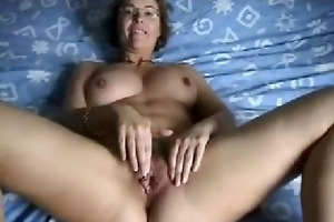 mother i wife finger-fucking her loose vagina