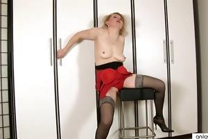 older jane copulates her fake penis and