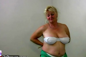 fat grandma does undress in home gym