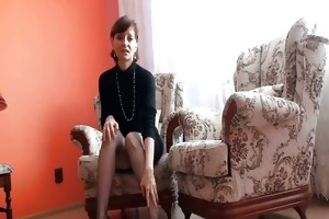 aged lady shows pussy