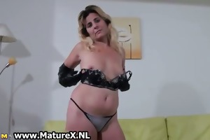 non-professional mommy t live without finger