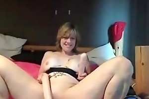 [moistcam.com] randy aged in heels plays with her