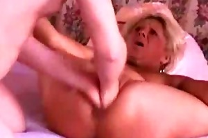 fisting the wifes snatch untill she is squirts in
