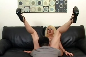 sindi star sexy mommy rides penis in couch