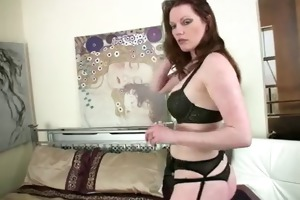 pounder deprived housewife copulates her didlo.