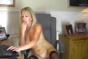 your mommy plays with hawt pussy for me !