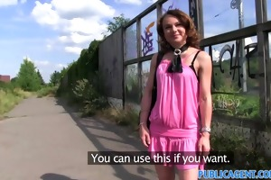publicagent guliable mother i shows her strap and